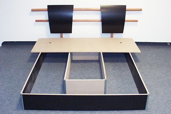 wasserbetten podest mit schubladen oder offen aus f en. Black Bedroom Furniture Sets. Home Design Ideas